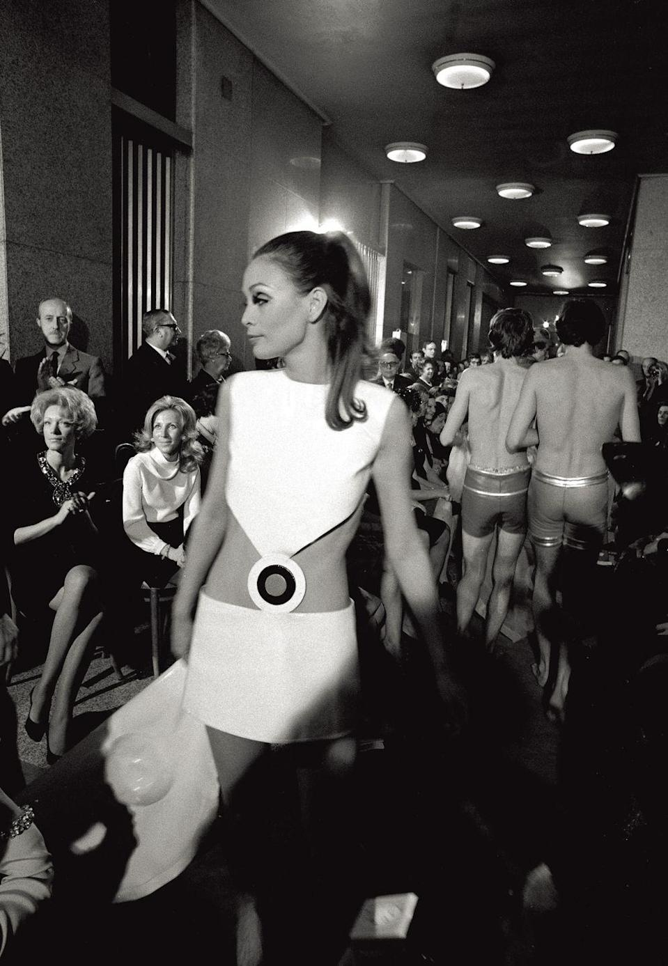 <p>Cool cut-outs seen on the runway at a late '60s Pierre Cardin collection.<br></p>
