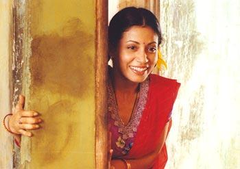 Though she was a regular face on the silver screen, box office success kept evading her. Nevertheless, her soulful acting, perfect hot bod and unbeatable dance skills got her quite the fan-following. After winning fans, Antara went on to impress critics by playing a Madhuri-inspired struggling actress, Chutki in <em>Main Madhuri Dixit Banna Chahti Hoon<strong>, </strong></em>a movie that gained fair reviews from audience members as well as movie-critics.