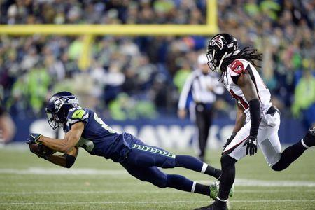 Nov 20, 2017; Seattle, WA, USA; Seattle Seahawks wide receiver Doug Baldwin (89) catches a pass against the Atlanta Falcons during the first half at CenturyLink Field. Atlanta defeated Seattle 34-31. Steven Bisig-USA TODAY Sports