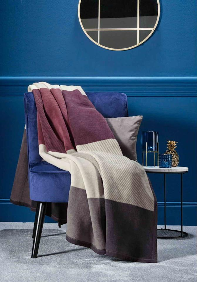 <p>Get cosy with Lidl's brand new cotton and dralon blend blanket. In a trio of calming colours, it's a must-have for the bedroom or living room. We'll race you to the checkout... </p>