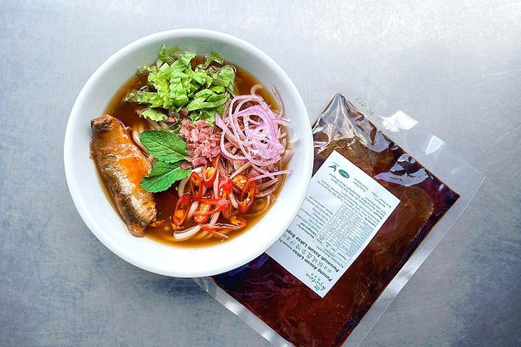 With a conveniently packed soup paste, you can have Penang 'asam laksa' in a matter of minutes, not hours!
