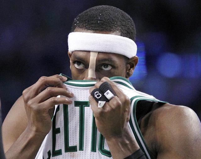 Rajon Rondo has been warned for a hilariously obvious flopping violation (Video)