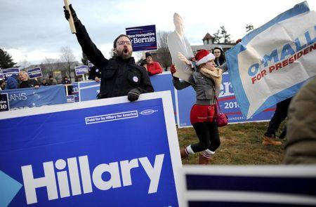 Supporters of U.S. Democratic presidential candidates Bernie Sanders, Hillary Clinton and Martin O'Malley rally before the Democratic presidential candidates debate at Saint Anselm College in Manchester, New Hampshire, December 19, 2015. REUTERS/Gretchen Ertl