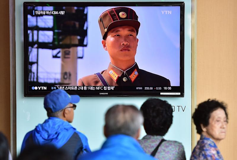 People watch a news report at a railway station in Seoul on September 15, 2015, on the confirmation from North Korea that the nuclear reactor seen as the country's main source of weapons-grade plutonium had resumed normal operations (AFP Photo/Jung Yeon-Je)