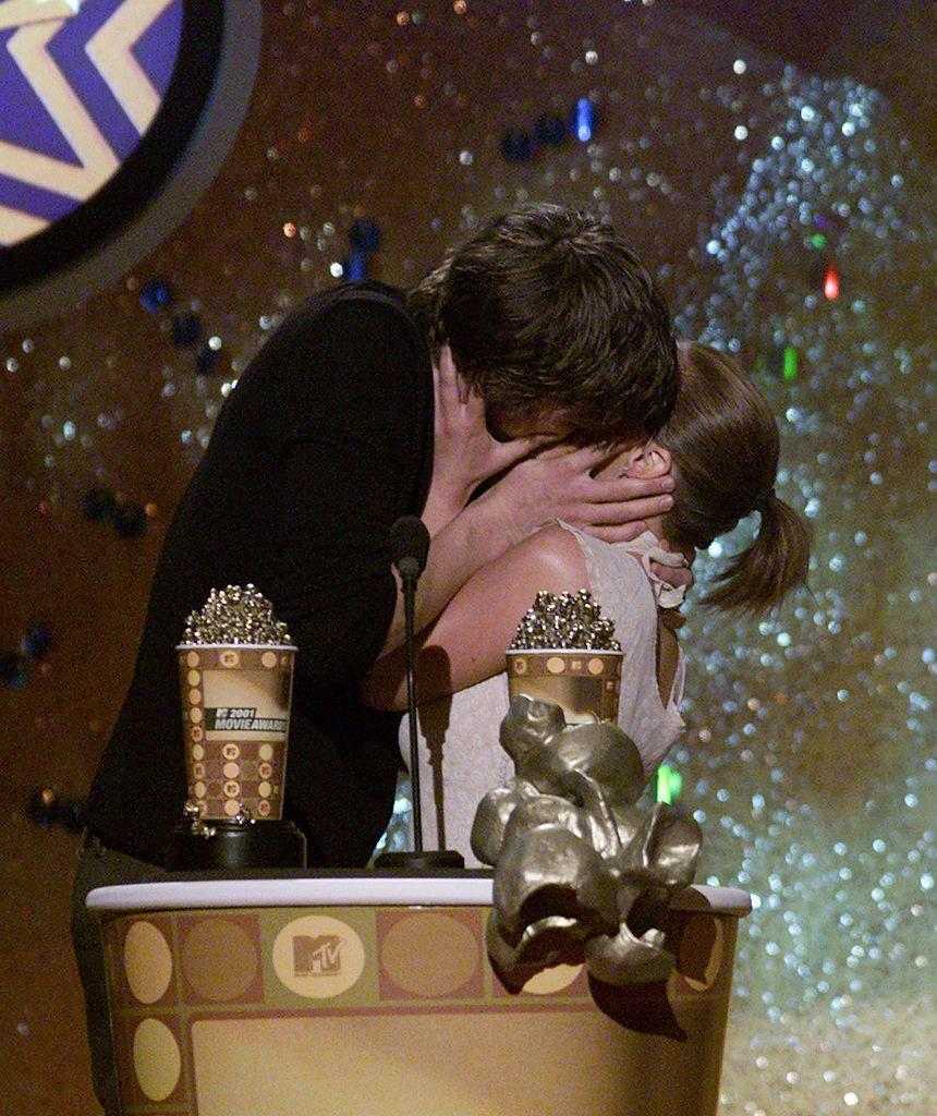<p>Presenting the award for Best Kiss, the actors took part in the fun.</p>