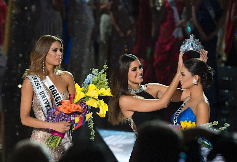 Pia Alonzo Wurtzbach (right) was crowned Miss Universe in Las Vegas following an epic blunder (AFP Photo/Valerie Macon)