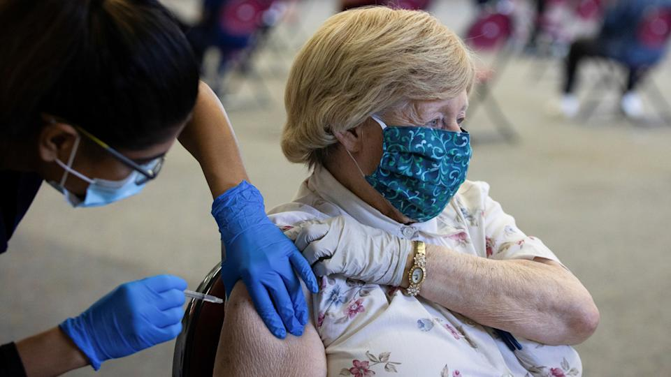 A patient receives their coronavirus disease (COVID-19) vaccine booster during a Pfizer-BioNTech vaccination clinic in Southfield, Michigan, U.S., September 29, 2021. (Emily Elconin/Reuters)