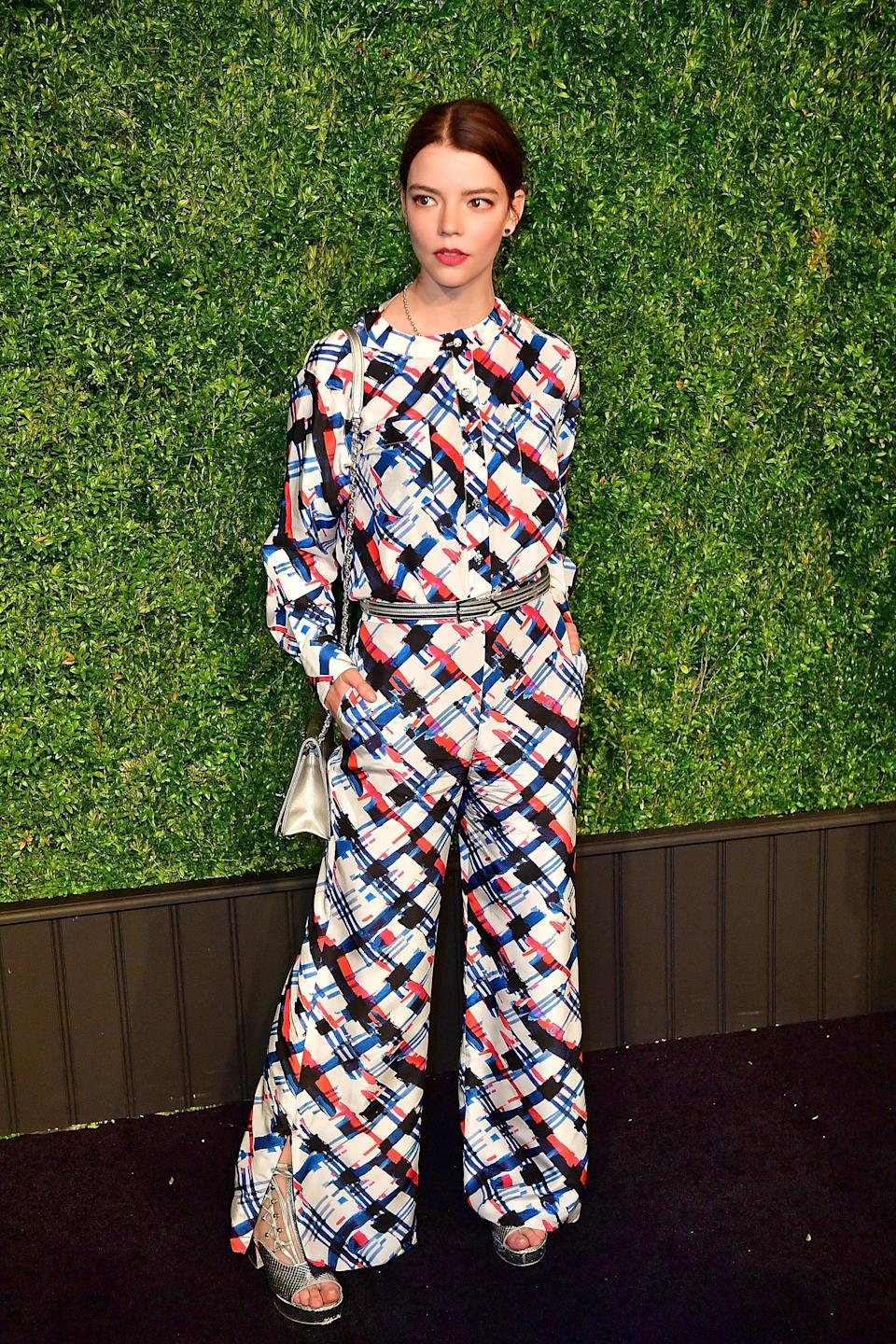 <p>Anya wore a a Chanel outfit with silver accessories.</p>