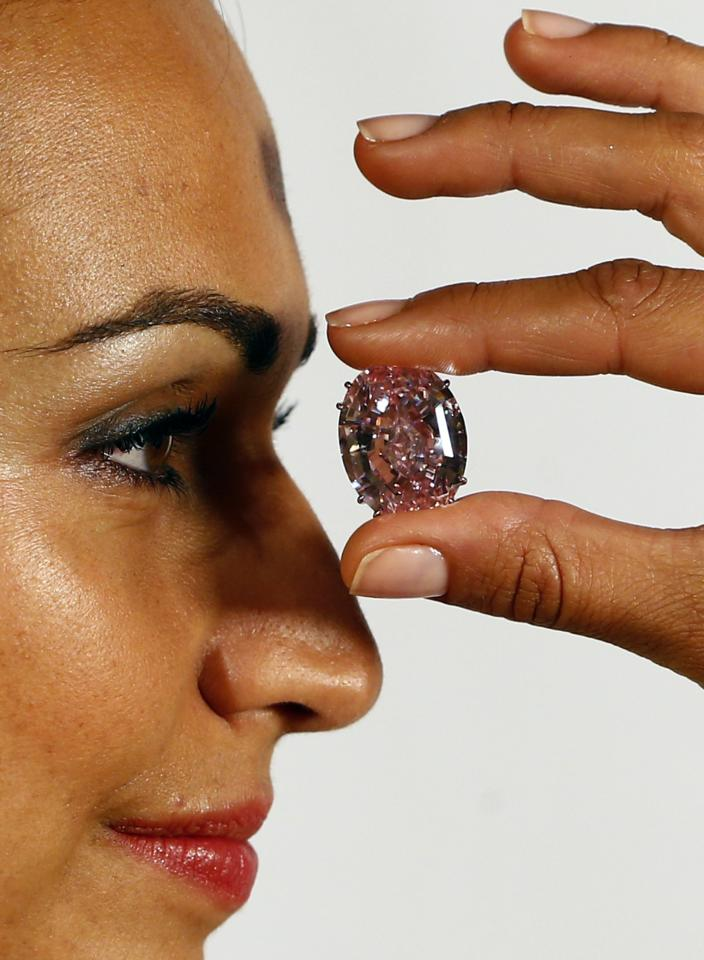 A model displays the 'Pink Star' 59.60 carat oval cut pink diamond at Sotheby's in Geneva September 25, 2013. The Pink Star will become the most expensive diamond ever when it goes into auction next November 13with an asking price of $60 million. REUTERS/Ruben Sprich (SWITZERLAND - Tags: SOCIETY WEALTH TPX IMAGES OF THE DAY)