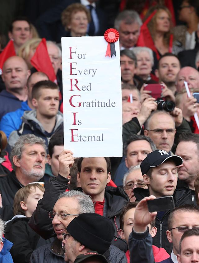 MANCHESTER, ENGLAND - MAY 12: Manchester United watches fans hold up signs thanking Sir Alex Ferguson during the Barclays Premier League match between Manchester United and Swansea City at Old Trafford on May 12, 2013 in Manchester, England. (Photo by Matthew Peters/Man Utd via Getty Images)