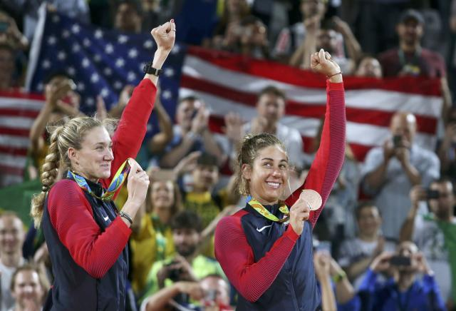 2016 Rio Olympics - Beach Volleyball - Women's Victory Ceremony - Beach Volleyball Arena - Rio de Janeiro, Brazil - 18/08/2016. Kerri Walsh (USA) of USA and April Ross (USA) of USA pose with their bronze medals. REUTERS/Adrees Latif FOR EDITORIAL USE ONLY. NOT FOR SALE FOR MARKETING OR ADVERTISING CAMPAIGNS.