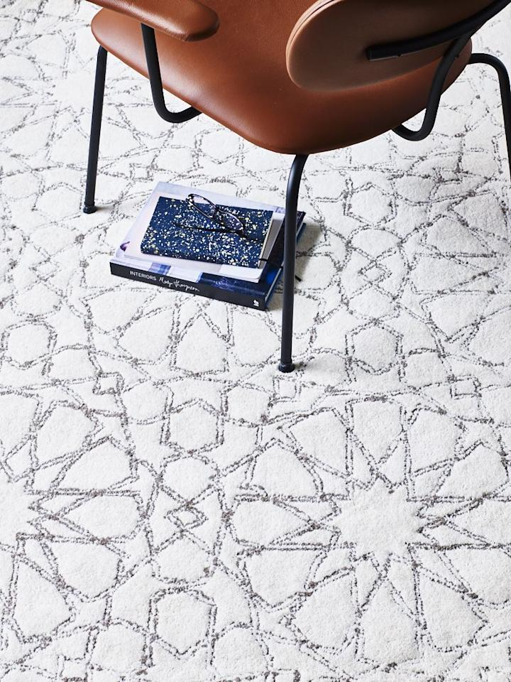 <p>Wonderfully designed with an eclectic mix of shapes and lines, the ivory and grey colour scheme of the Ivory rug will enhance your living space. </p>