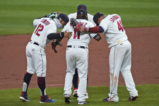 Indians beat Chisox for 4-game sweep, playoff seeds at stake