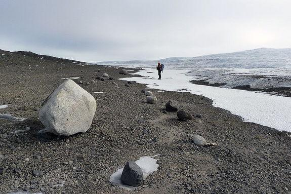 Transition zones - geographical areas that shift from mainly ice to mainly rock - such as this location in Antarctica, could provide some real-world data about eyeball Earths.