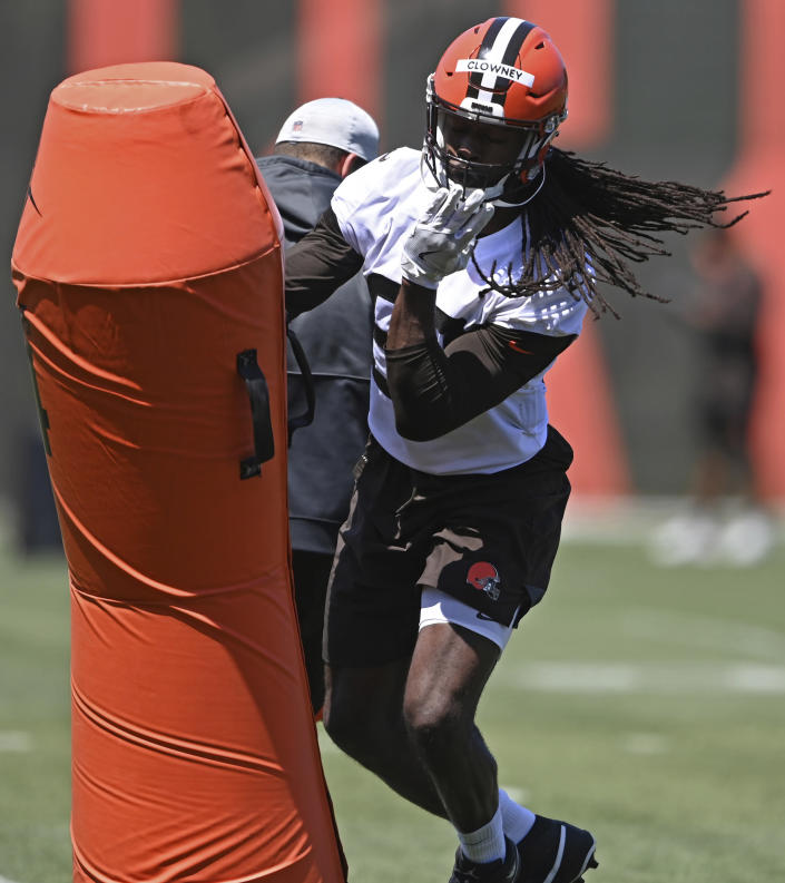 Cleveland Browns defensive linemen Jadeveon Clowney (90) participates in a drill during an NFL football practice at the team's training facility, Thursday, June 17, 2021, in Berea, Ohio. (AP Photo/David Dermer)