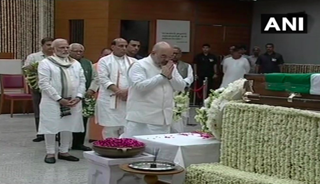 <p>BJP president Amit Shah paying tribute to Vajpayee at the BJP headquarters. </p>