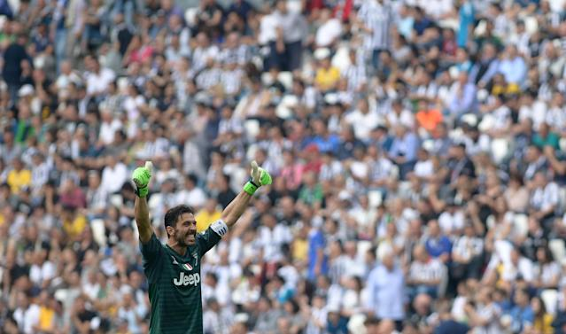 Soccer Football - Serie A - Juventus vs Hellas Verona - Allianz Stadium, Turin, Italy - May 19, 2018 Juventus' Gianluigi Buffon gestures to the fans REUTERS/Massimo Pinca
