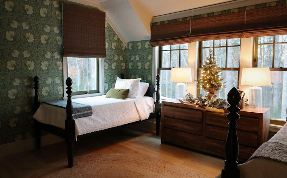 <p>A twinkling tabletop tree and garland are easy decor additions that go a long way in this cozy bedroom. </p>