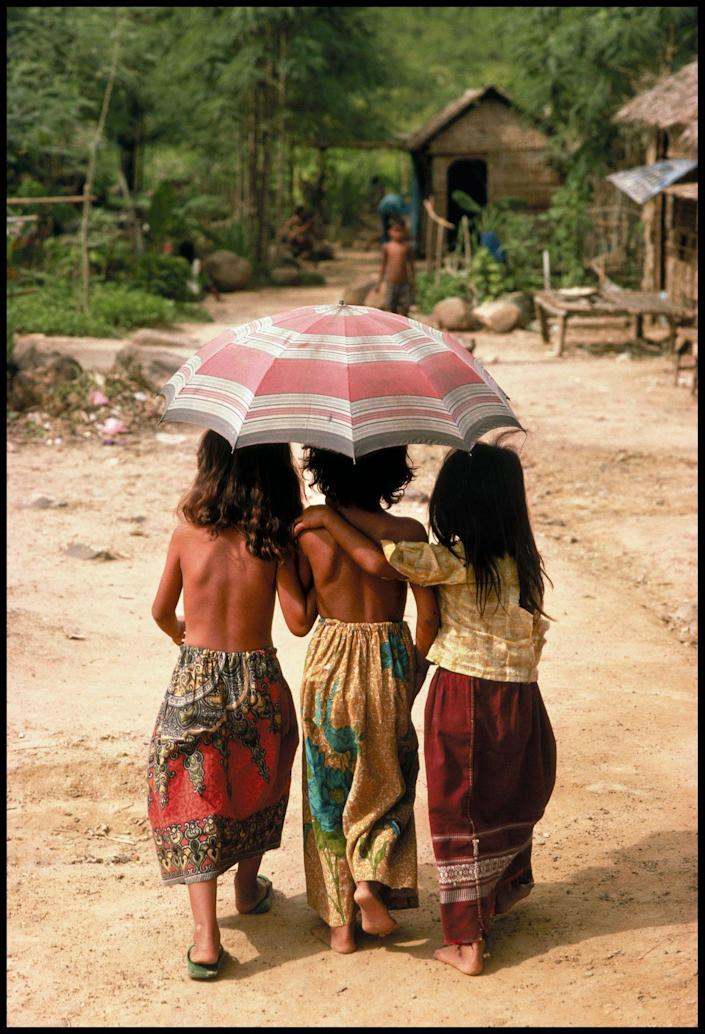 Cambodian children in a refugee camp on the Thailand border, 1988. (Photograph by Peter Turnley, Bates College Museum of Art; gift of John and Claudia McIntyre)