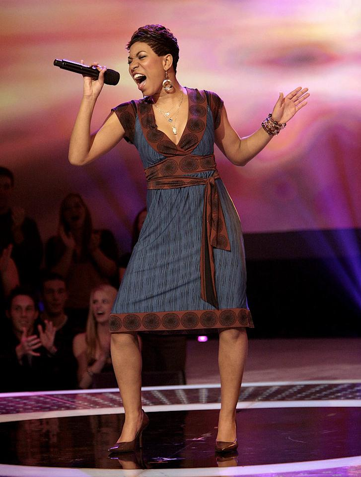 Stephanie Edwards performs in front of the judges on 6th season of American Idol.