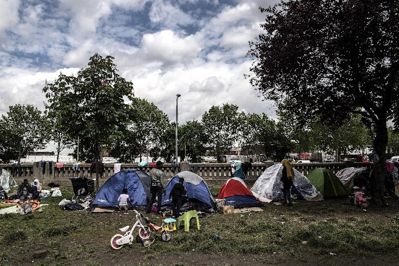 The makeshift camps are regularly cleared by French authorities, but migrants quickly return to the medians and overpasses on Paris motorways (AFP Photo/Christophe ARCHAMBAULT)