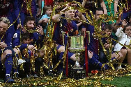 Soccer Football - Spanish King's Cup Final - FC Barcelona v Sevilla - Wanda Metropolitano, Madrid, Spain - April 21, 2018 Barcelona's Andres Iniesta, Lionel Messi and teammates celebrate with the trophy after winning the final REUTERS/Susana Vera