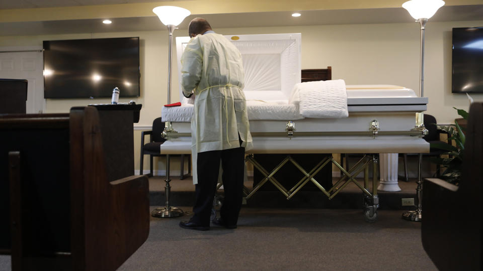 An undertaker in Tampa, Fla., tends to a man who died of COVID-19. (Octavio Jones/Getty Images)