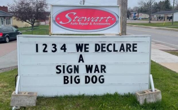 Stewart Auto Repair and Accessories accepted the local radio station's challenge and declared the sign war. (Big Dog 100.9/Facebook - image credit)