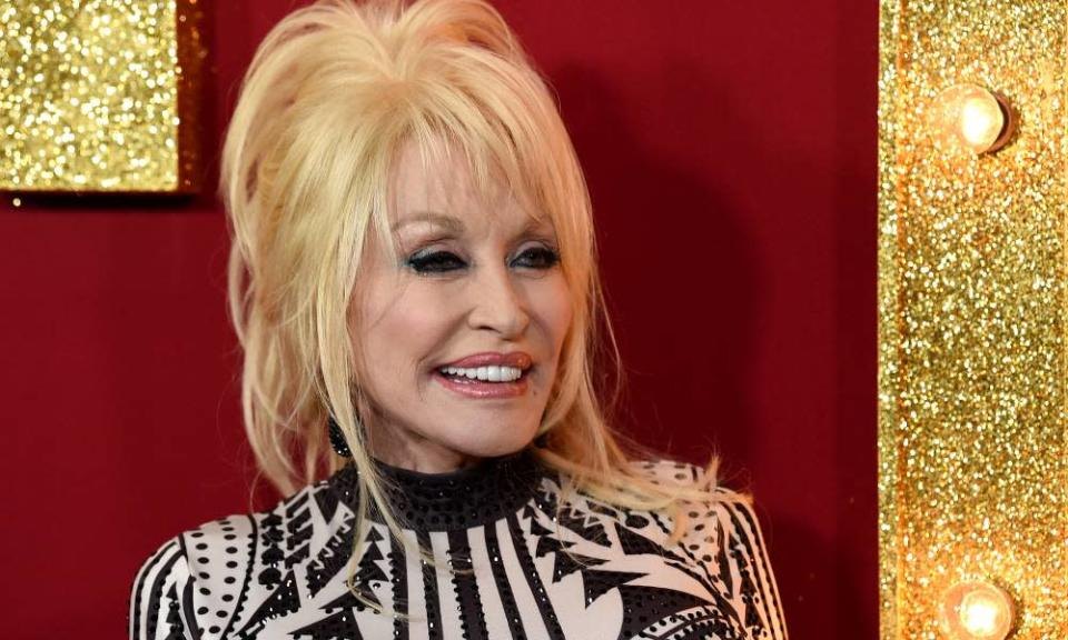 Dolly Parton arrives at the premiere of Netflix's