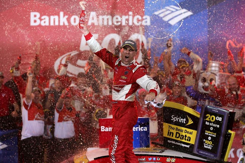 Kevin Harvick celebrates in Victory Lane after winning the NASCAR Sprint Cup Series Bank of America 500 at Charlotte Motor Speedway on October 11, 2014 in Charlotte, North Carolina (AFP Photo/Sarah Glenn)