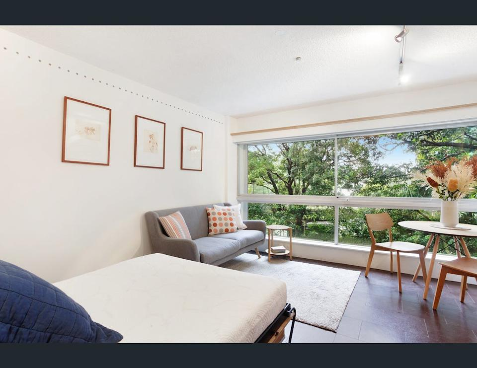 Image of living room at 23/50-56 Roslyn Gardens, Rushcutters Bay, NSW 2011.