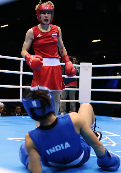 Poland's Karolina Michalczuk, top, fights India's Chungneijang Mery Kom Hmangte, during the women's flyweight boxing competition at the 2012 Summer Olympics, Sunday, Aug. 5, 2012, in London. (AP Photo/Ivan Sekretarev)