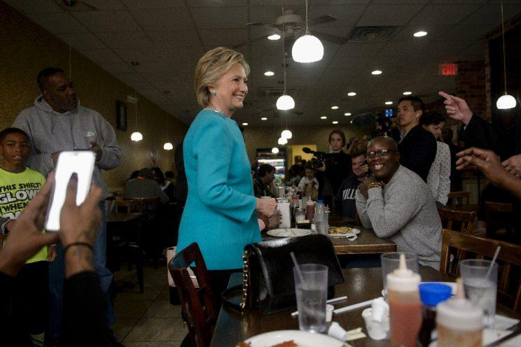 Hillary Clinton visits with customers at the Cedar Park Cafe in Philadelphia. (Photo: Brendan Smialowski/AFP)