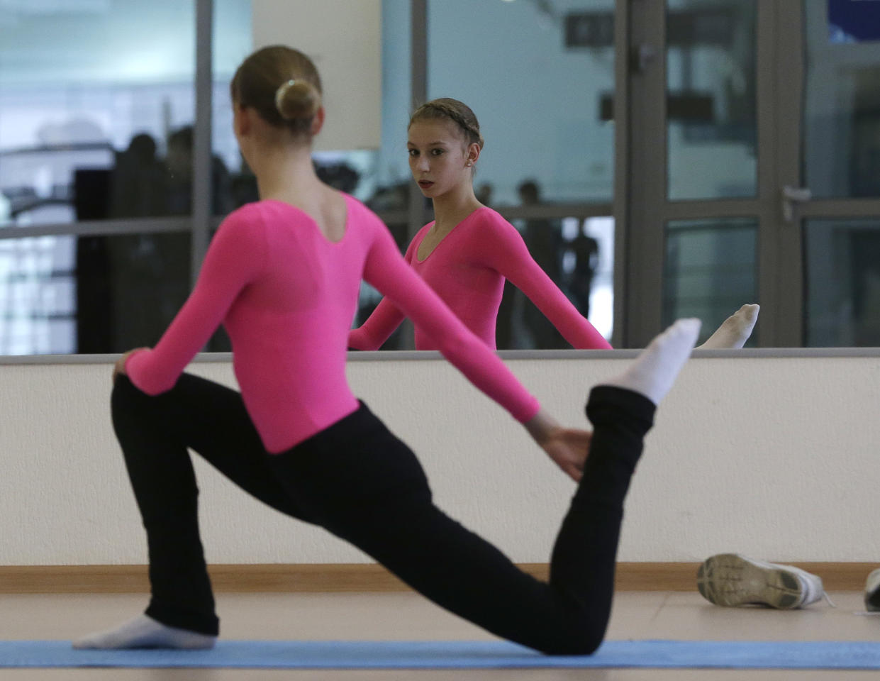 Polina Edmunds of the United States stretches before a practice session at the figure stating practice rink at the 2014 Winter Olympics, Monday, Feb. 17, 2014, in Sochi, Russia. (AP Photo/Darron Cummings)