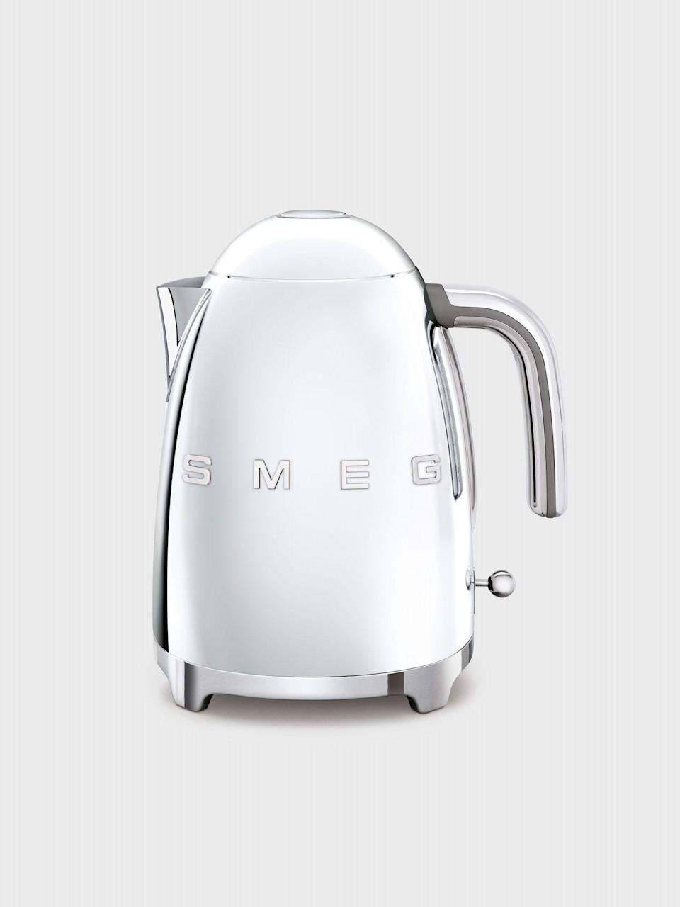 """<p><strong>Smeg</strong></p><p>verishop.com</p><p><strong>$169.95</strong></p><p><a href=""""https://go.redirectingat.com?id=74968X1596630&url=https%3A%2F%2Fwww.verishop.com%2Fsmeg%2Fkettle-teapot%2Felectric-kettle%2Fp1834464641059%3Fvariant_id%3D15375204745251&sref=https%3A%2F%2Fwww.menshealth.com%2Ftechnology-gear%2Fg34497236%2Fbest-gifts-for-brother%2F"""" rel=""""nofollow noopener"""" target=""""_blank"""" data-ylk=""""slk:BUY IT HERE"""" class=""""link rapid-noclick-resp"""">BUY IT HERE</a></p><p>This stylish retro kitchen addition will help turn his bachelor pad into a home. It doubles as a functional hot water vessel and a piece of mid-century décor.</p>"""