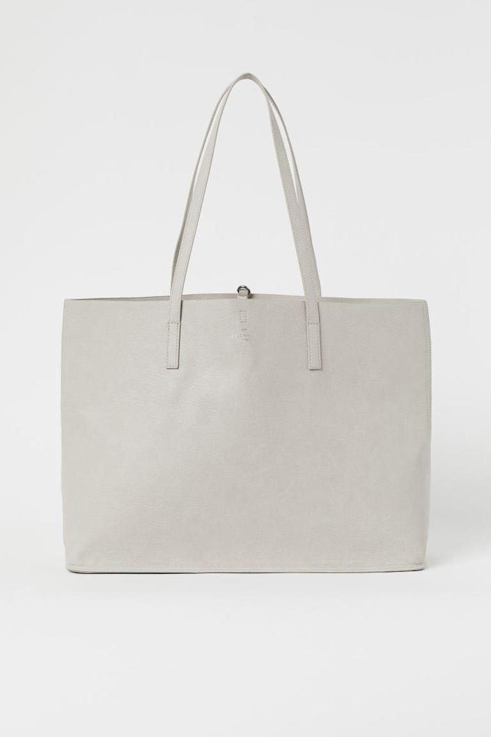 <p>If you're looking for something chic and affordable, get the <span>H&amp;M Shopper</span> ($25).</p>