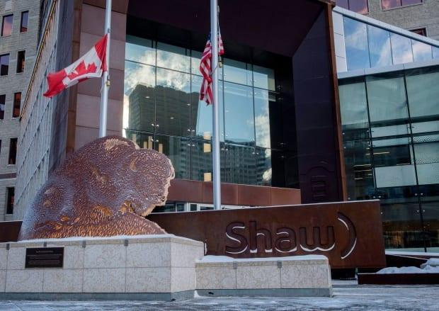 The headquarters of Shaw Communications in downtown Calgary, pictured here in 2018. Rogers Communications is making a $26 billion bid for the company. Shaw employs 3,250 Albertans, including 2,670 in Calgary. (Jeff McIntosh/The Canadian Press - image credit)