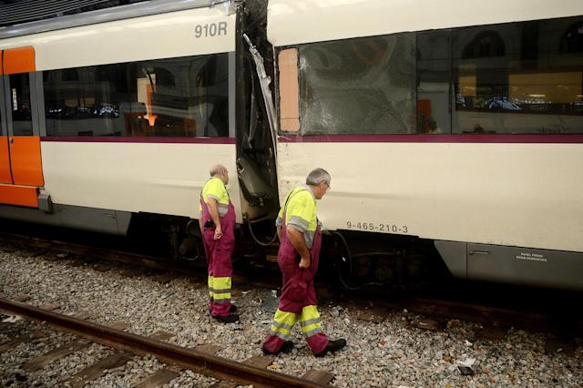 <p>Workers look at a damaged train on the platform of a train station in Barcelona, Spain, Friday, July 28, 2017. (Photo: Adrian Quiroga/AP) </p>