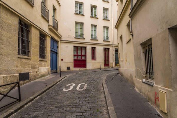 Paris speed limit marking (Photo: iStockPhoto)