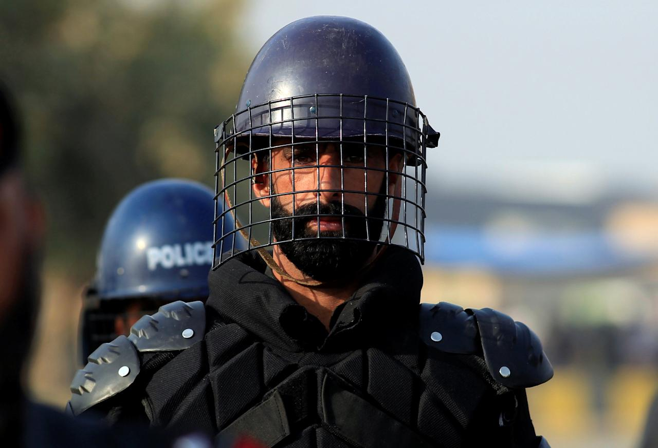 A Frontier Constabulary (FC) personnel stands guard outside National Accountability Bureau (NAB) court in Islamabad, Pakistan October 19, 2017. REUTERS/Faisal Mahmood