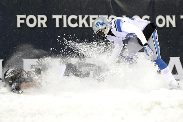 Philadelphia Eagles' Riley Cooper, left, kicks up the snow as he pulls in a two-point conversion as Detroit Lions' Chris Houston defends during the second half of an NFL football game, Sunday, Dec. 8, 2013, in Philadelphia. (AP Photo/Matt Rourke)