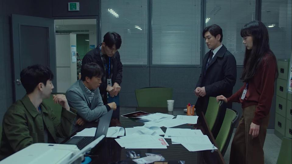 Episodes 9-10 of Stranger Season 2 focus on the investigations surrounding the kidnapping of prosecutor Seo Dong Jae (Lee Joon Hyuk), antagonist-turned-sidekick of main protagonists Hwang Si Mok (Cho Seung Woo) and police inspector Han Yeo Jin (Bae Doo Na).