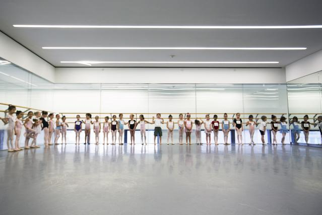 Children stand as their wait to audition for the School of American Ballet in New York April 25, 2014. The school is holding auditions for over 600 beginner ballet students, who will be selected to fill the 120 spots available to study the dance on campus. REUTERS/Lucas Jackson (UNITED STATES - Tags: SOCIETY EDUCATION)