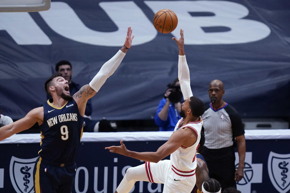 Chicago Bulls guard Garrett Temple shoots asNew Orleans Pelicans center Willy Hernangomez (9) defends during the first half of an NBA basketball game in New Orleans, Wednesday, March 3, 2021. (AP Photo/Gerald Herbert)