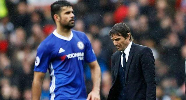 Britain Soccer Football – Manchester United v Chelsea – Premier League – Old Trafford – 16/4/17 Chelsea manager Antonio Conte and Diego Costa look dejected Action Images via Reuters / Carl Recine