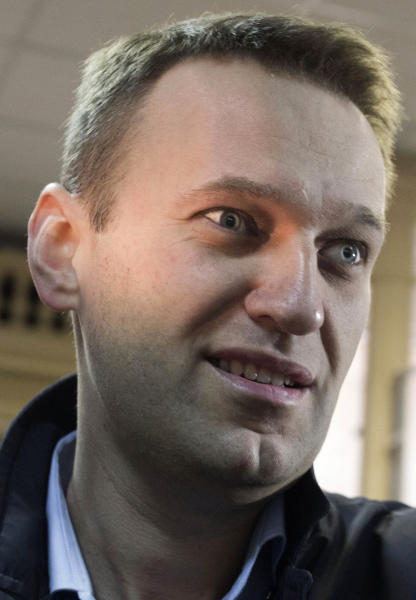 Russian opposition leader Alexei Navalny enters a courtroom to attend a trial in Kirov, Russia, Wednesday, April 24, 2013. The trial has resumed in the case against the Russian opposition leader who led protests against President Vladimir Putin and exposed alleged corruption in his government. Navalny is accused of heading an organized criminal group that embezzled 16 million rubles ($500,000) worth of timber from a state-owned company. (AP Photo/Yevgeny Feldmany)
