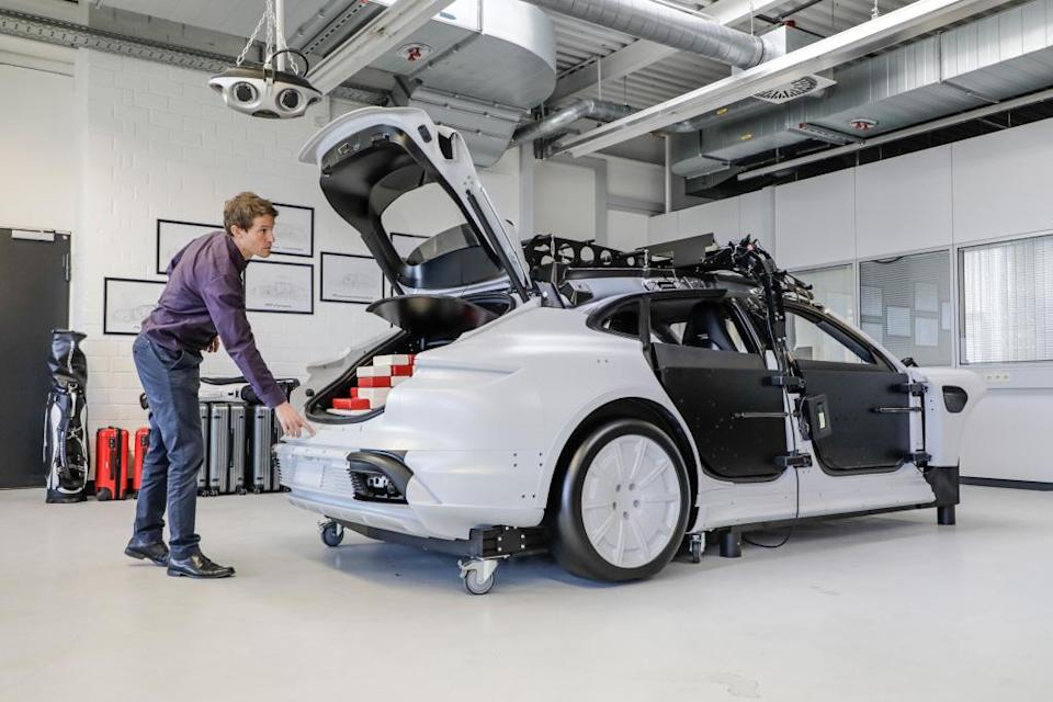 Klaus Bernhard, Team leader PMU, DMU and concept cars, Package Functioning Model of the Taycan Cross Turismo, 2021, Porsche AG.