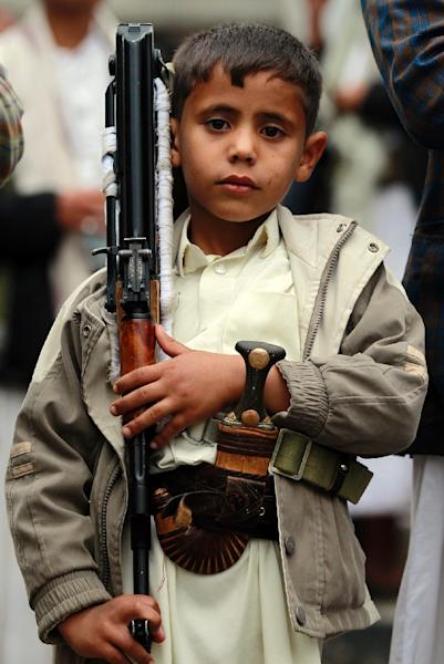 A Yemeni boy carries a weapon as supporters of the Shiite Huthi movement take part in a demonstration against the Saudi-led air strikes, in the capital Sanaa, on May 8, 2015 (AFP Photo/Mohammed Huwais)