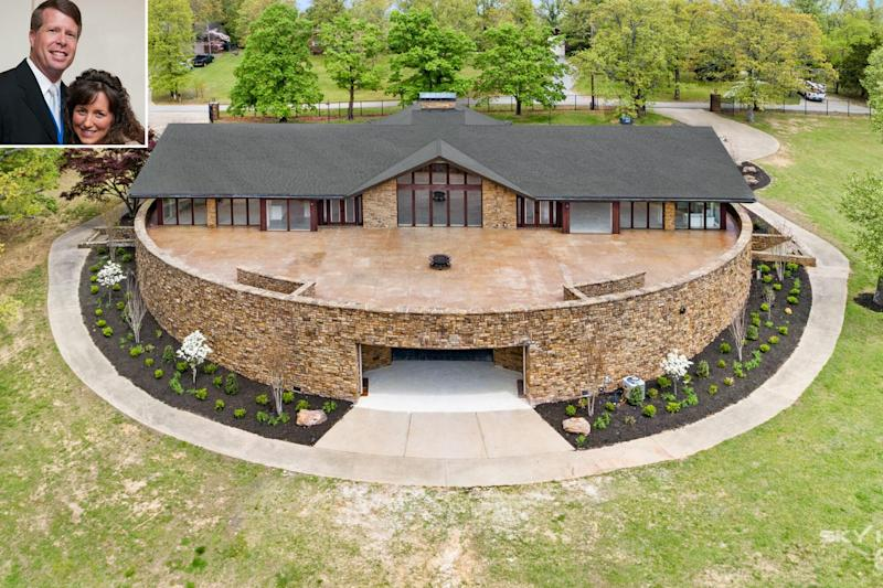 Jim Bob and Michelle Duggar Sell $1.5 Million Arkansas House They Bought for $230,000