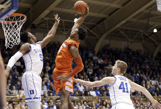 "Duke's RJ Barrett attempts to stop Syracuse's <a class=""link rapid-noclick-resp"" href=""/ncaab/players/136252/"" data-ylk=""slk:Elijah Hughes"">Elijah Hughes</a> driving to the basket during the Orange's upset win over the Blue Devils on Monday night. (AP Photo/Gerry Broome)"